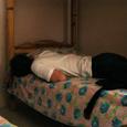 22 久しぶりに小ましなベッドで