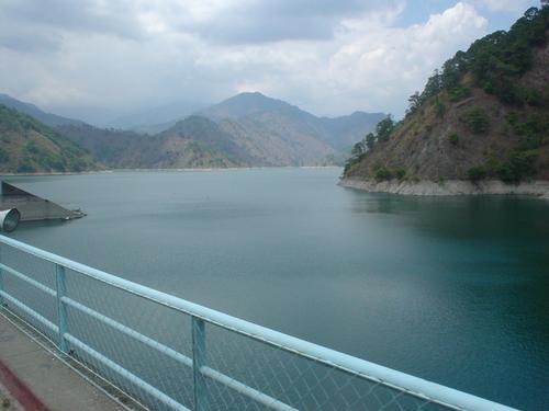 04 アンブックラオ・ダムを渡る